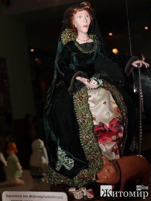 Виставка ляльок в Житомирі об'єднала Гітлера, Купідона і Королеву комуналки