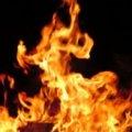 На київському причалі спалахнув корабель із десятками людей