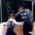Відео, що поставило на вуха YouTube: школярка відомстила вчителю-грубіяну ногою по яй...ях. ВІДЕО
