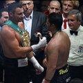 Кличко вдев'яте поспіль відстояв титул WBC, перемігши Чарра. ВІДЕО