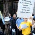 """Діаспора у Нью-Йорку вимагала відставки """"бандита"""" Януковича. ВІДЕО"""