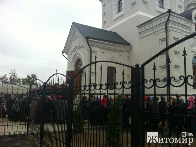 До Житомира привезли Плащаницю Божої Матері. ФОТО