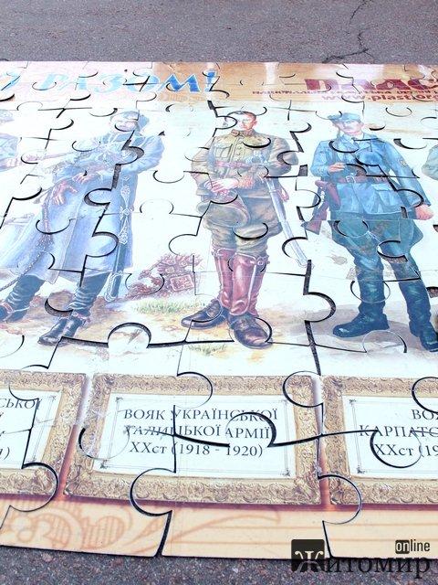 В Житомирі на площі складали величезний пазл