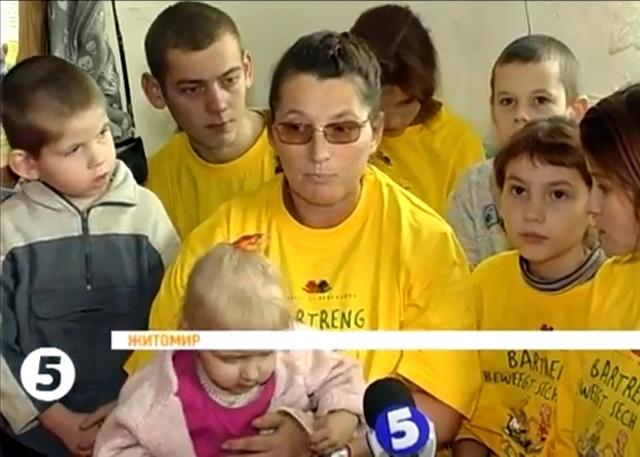 В Житомире вместо помощи матери предложили отдать детей в приют. ВИДЕО