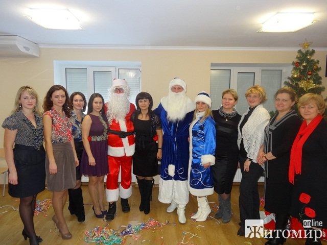 """В житомирському педагогічному центрі """"Форум"""" відбулось свято Новорічної Ялинки. ФОТО"""