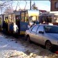 У Житомирі автомобіль заблокував рух трамваїв. ВІДЕО