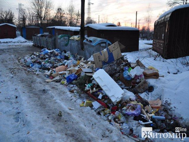 Комунальники Коростеня прокидаються після Нового року. ФОТО