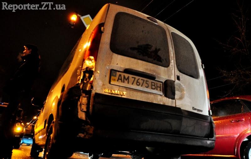 Учасник аварії на Київській у Житомирі втік з місця пригоди з двома дітьми. ФОТО