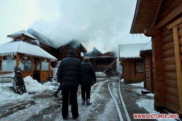 В Житомире дотла сгорел развлекательный комплекс. ФОТО