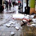Велетенська бурулька ледь не покалічила житомирян на зупинці Київська-Хлібна. Розслаблятися зарано. ФОТО