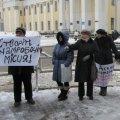 В Житомире торговцы цветами с площади Победы пикетировали горсовет. ВИДЕО
