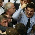 На заседании Рады, которая открылась после длительного блокирования, снова подрались депутаты. ВИДЕО