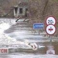 Річка Тетерів на Житомирщині поглинула автомобільний міст