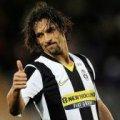 Бразильський футболіст забив класний гол через себе у чемпіонаті Італії. ВІДЕО