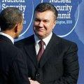 Янукович навіть офіційно заробляє у 5 разів більше за Обаму, і в 12 - за Путіна