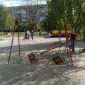 У Бердичеві просто на дитячому майданчику трагічно загинула 7-річна дівчинка