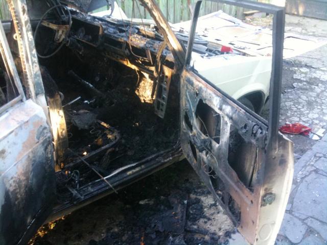 У Радомишлі через дитячі пустощі майже згорів автомобіль. ФОТО