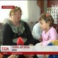 На Житомирщині жінка має відмовитись від сина, щоб зберегти онуку. ВІДЕО