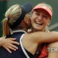 Російська тенісистка зацідила м'ячем у напарницю в фіналі Roland Garros. ВІДЕО