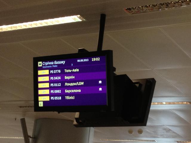 "Коллапс и давка в ""Борисполе"": сотни пассажиров МАУ часами ждут багаж."