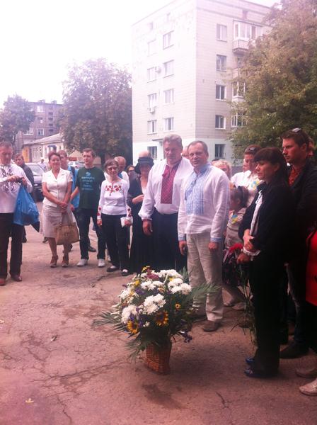 У Житомирі відновили вкрадену дошку Ольжича. ФОТО. ВІДЕО