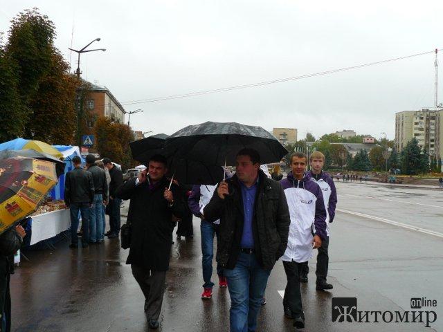 С грибами, сметаной и шкварками… …инициативная группа Олега Лосихина побывала в Коростене на Международном фестивале ДЕРУНОВ