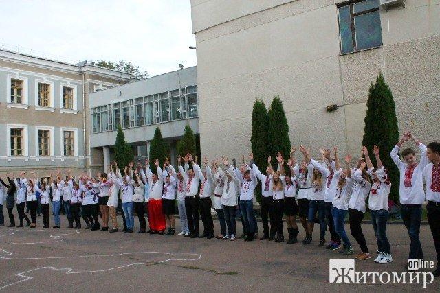 Студенти агроуніверситету організували патріотичний флешмоб. ФОТО