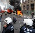 Пожарные залили Брюссель пеной