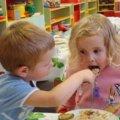 У Житомирі визнали, що дітей в садочках недогодовують і порівняли їх із звірами в зоопарку