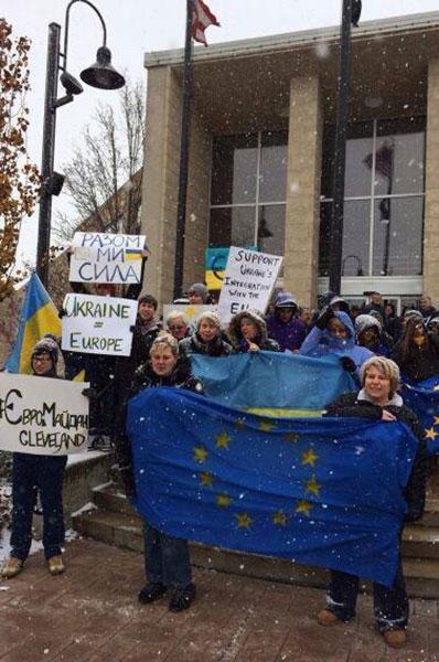 В разных городах мира прошли акции в поддержку ассоциации Украины и ЕС. ФОТО