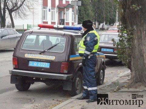 В Житомирі камаз збив 25-річну дівчину на пішоходному переході. ФОТО