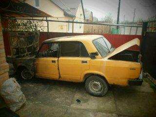 В дворі бердичівлянина згорів автомобіль.ФОТО