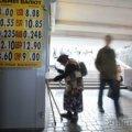 Українці перестали активно скуповувати долари