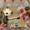 Житомирский стоматолог превратил подъезд собственного дома в арт-галерею