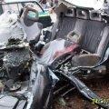 В Овручі рятувальники діставали гідравлічними інструментами тіло загиблого.