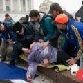На Євромайдані міліціонер врятував життя епілептику
