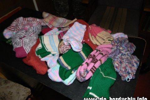 В Бердичеві засуджені моляться та в'яжуть шкарпетки для дітей.ФОТО