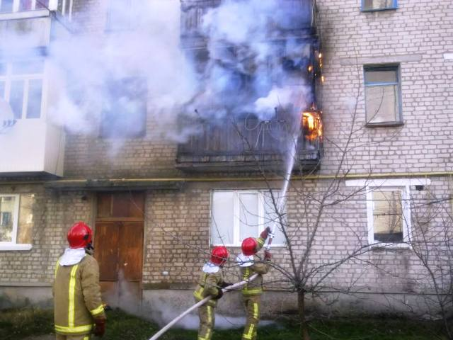 У Коростені вогнеборці ліквідували загоряння у квартирі