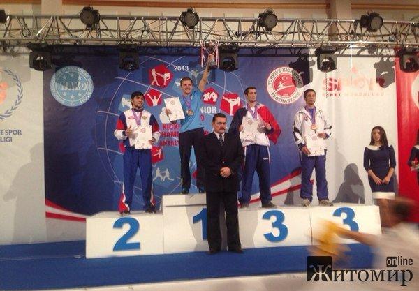 Житомирський кікбоксер здобув золото Чемпіону світу