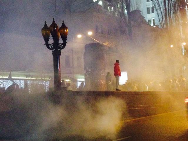 """""""Ленина нет и Януковича не будет!"""", - националисты снесли памятник вождю в центре Киева. ФОТО"""