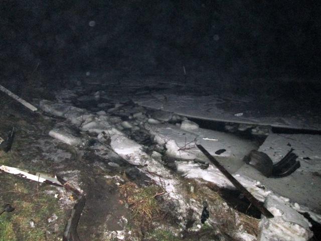 На житомирщині силами бійців ДСНС вилучено автомобіль, який внаслідок ДТП опинився у водоймі. ФОТО