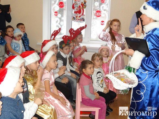 """Житомирський педагогічний центр """"Форум"""" почав святкувати новорічні свята. ФОТО. ВІДЕО"""