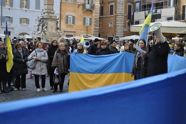Украинцы во всем мире продолжают протестовать в поддержку украинского Евромайдана. ФОТО