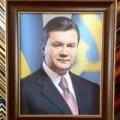 Тернопільська облрада вирішила забрати портрети Януковича із держустанов