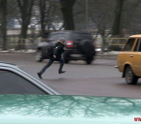 Житомиряни вже тиждень перебігають перехрестя Котовського-Східна між машинами – світлофор не працює
