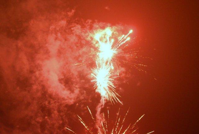 У Житомирі урочисто запалили головну ялинку міста із фаєр-шоу та феєрверком. ФОТО