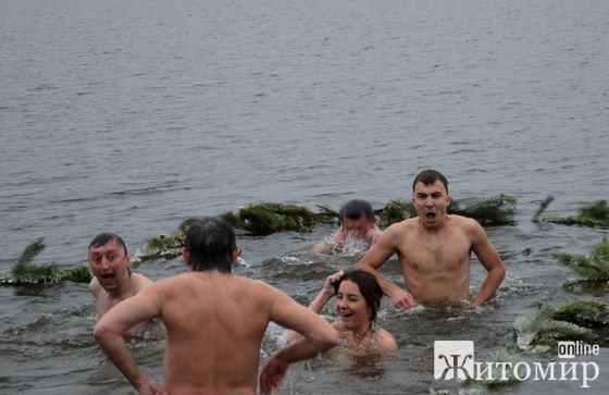 У Житомирі в Гідропарку провели Водохрещення та зимове купання. ФОТО