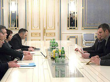 Яценюк: Опозиція готова очолити уряд. Переговори тривають