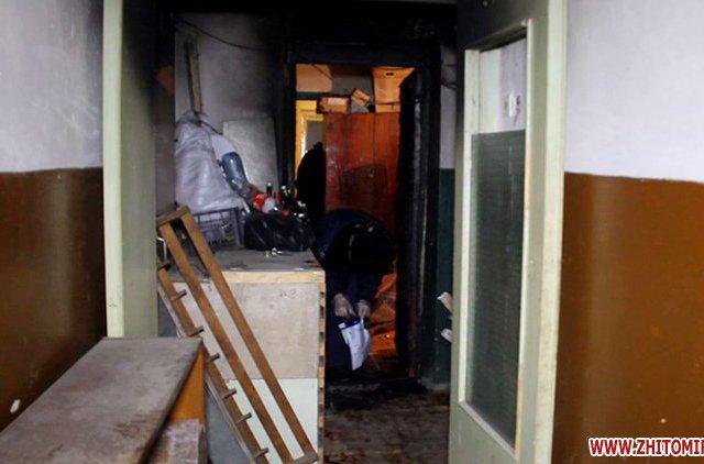 В Житомире неизвестные подожгли двери тамбура в девятиэтажке. Есть пострадавшие. ФОТО. ВІДЕО