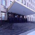 Житомирські міліціонери мерзнуть на сходах облдержадміністрації, охороняючи кабінет Рижука. ФОТО